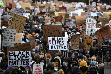 Mobilisation massive contre le racisme à travers la planète)