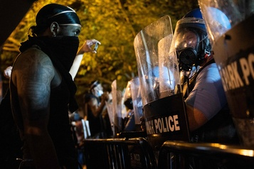 Cinquième nuit de manifestations aux États-Unis)