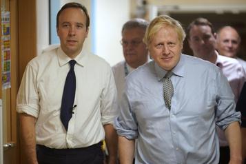 Boris Johnson atteint de la COVID-19, le R.-U. se prépare à une vague de malades