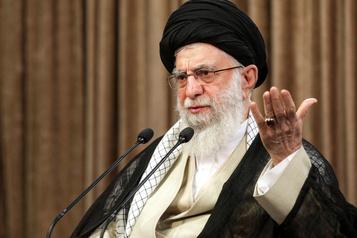 Ayatollah Ali Khamenei La guerre contre l'Irak a prouvé que l'Iran est «déterminé à se défendre»)