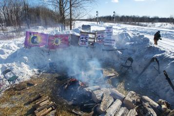 Voies ferrées bloquées: une rencontre avec les Mohawks samedi