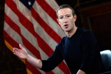 Sous pression, Facebook durcit sa politique de modération des contenus)