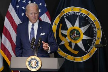 Joe Biden accuse la Russie de vouloir perturber les élections de mi-mandat)