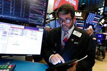 Wall Street termine en baisse au début d'une semaine chargée
