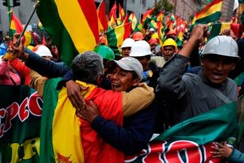 Trump salue le départ du président bolivien