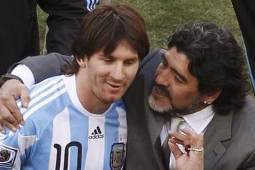 Maradona et Messi, les étoiles contraires du foot argentin)
