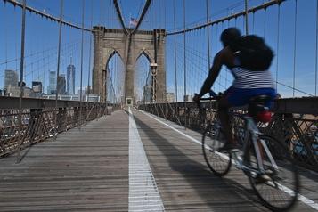 Le célèbre pont de Brooklyn réimaginé)