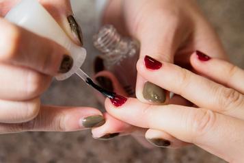 La beauté des ongles cause des risques pour la santé