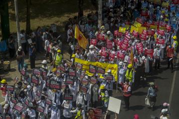 Birmanie Violences à Rangoun, Facebook ferme les comptes liés à l'armée)