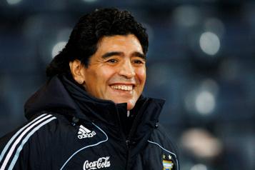 Mort de Diego Maradona Deux des filles de l'ex-joueur entendues dans le cadre de l'enquête)