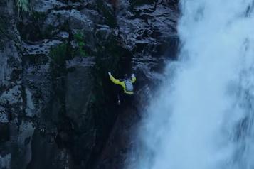 Escalader une cascade d'eau