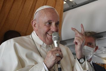 COVID-19  Le pape envoie une pique aux cardinaux antivaccins)