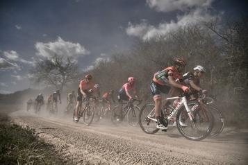 Cyclisme: le World Tour repart dans la chaleur et la poussière des Strade Bianche)
