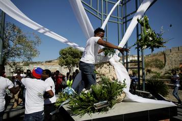 Haïti commémore le séisme de 2010 dans l'amertume)