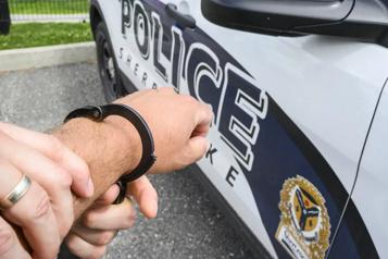 Sherbrooke Un chauffard arrêté après avoir heurté un véhicule avec deux enfants)