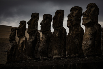 Île de Pâques: une réplique d'une statue géante pour rapatrier l'originale