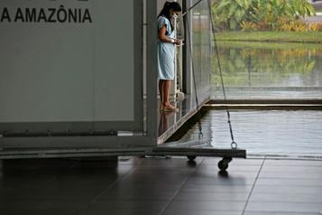 COVID-19 au Brésil Le bilan dépasse les 175000morts)