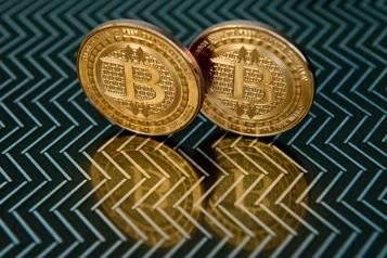 Le bitcoin grimpe avec l'appétit pour le risque)