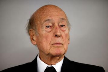 Les hommages affluent après le décès de Giscard d'Estaing de la COVID-19)