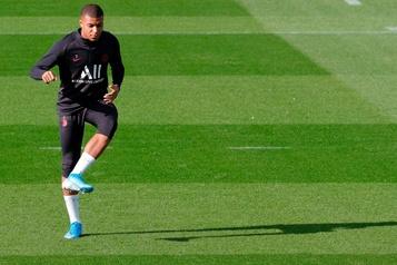 Paris Saint-Germain confirme le forfait de Mbappé et Cavani