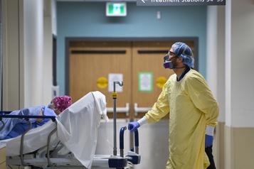 COVID-19 en Ontario Ottawa déploie deux unités mobiles à Toronto pour soulager les hôpitaux)