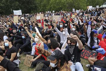 Mort de George Floyd: des centaines de manifestants à Londres)