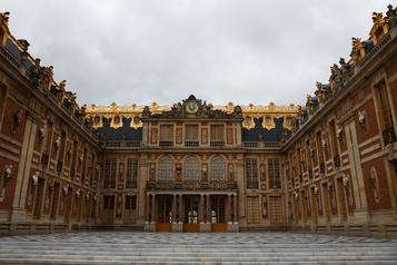 Versailles rouvre sans les Américains et les Asiatiques)