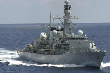 Un navire de guerre britannique traverse le détroit de Taïwan)