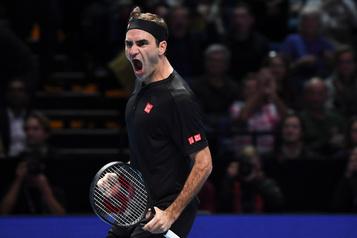 Federer triomphe de Djokovic et passe en demies