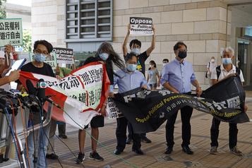 Hong Kong: leurs candidats disqualifiés, des prodémocraties dénoncent la «Terreur»)