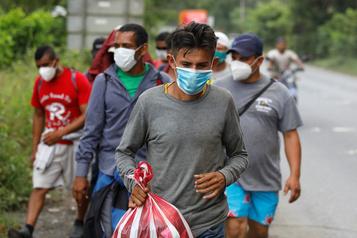 Caravane de migrants honduriens Le Mexique envoie des militaires à sa frontière avec le Guatemala)