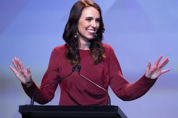 Élections en Nouvelle-Zélande Victoire éclatante pour Jacinda Ardern)