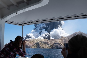 Éruption d'un volcan en Nouvelle-Zélande: cinq morts et 18 blessés