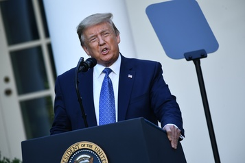 Trump menace d'envoyer l'armée pour mettre un terme aux émeutes)