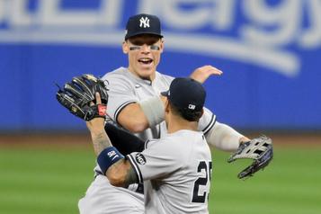 Séries de la MLB Les Yankees écrasent les Indians, 12-3)
