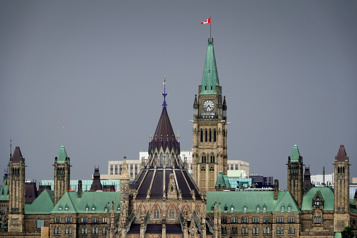 Commission nationale des valeurs mobilières Le gouvernement Trudeau veut renflouer les coffres du Bureau detransition)