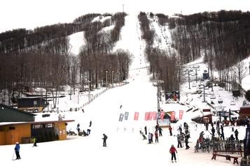 Les stations de ski de l'Estrie prêtes à opérer en zone rouge )