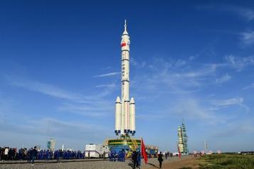 La Chine confirme le lancement de trois astronautes vers sa station spatiale)