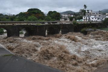 La tempête tropicale Amanda frappe le Salvador et le Guatemala)