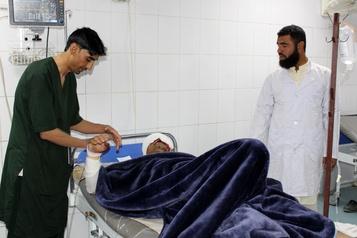 Afghanistan Cinq morts, 33 blessés dans un long assaut contre la police)