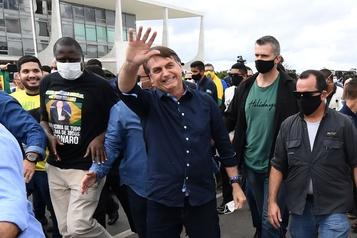 Coronavirus: bain de foule pour Bolsonaro, le Brésil 2epays le plus touché)