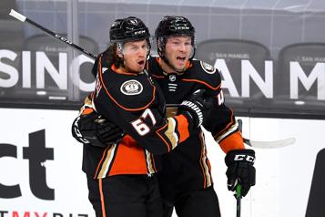 Gibson et les Ducks se vengent contre l'Avalanche)
