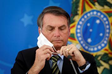 Facebook supprime des comptes liés à Jair Bolsonaro)