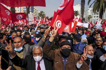 Tunisie Le principal parti au pouvoir mobilise des milliers de partisans)