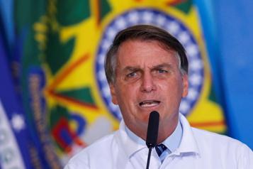 «Arrêtez de dire des idioties» sur le soja, dit Bolsonaro à Macron)