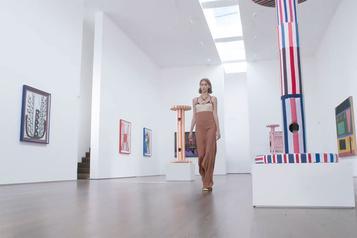 Fashion Week Fluidité et esprit seventies chez Victoria Beckham)