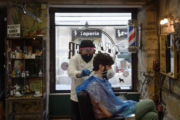 Les Espagnols retrouvent leurs coiffeurs)