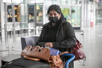 Quarantaine obligatoire pour les voyageurs Des heures en ligne… sans réponse)