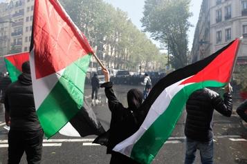 Rassemblement interdit à Paris La police tente de disperser des manifestants soutenant les Palestiniens )