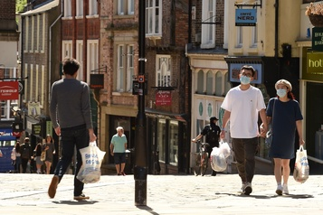 Plus de 46000 morts attribuées au coronavirus au Royaume-Uni)